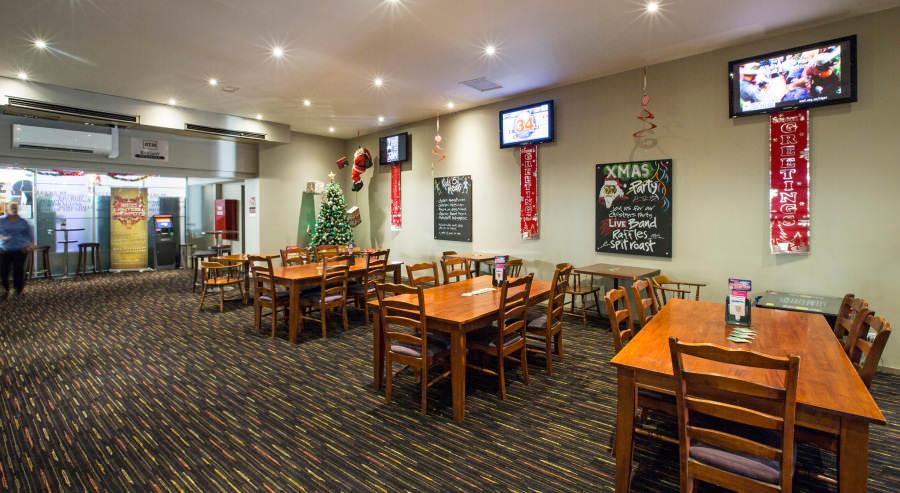 Liverpool Good Ol Fashion Pub Dining At The Railway Hotel